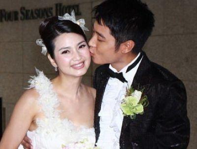 李宇恩安允才全见图-一见钟情拍拖四年   洪欣与张丹峰拍拖了四年.2004年,洪欣在内地拍