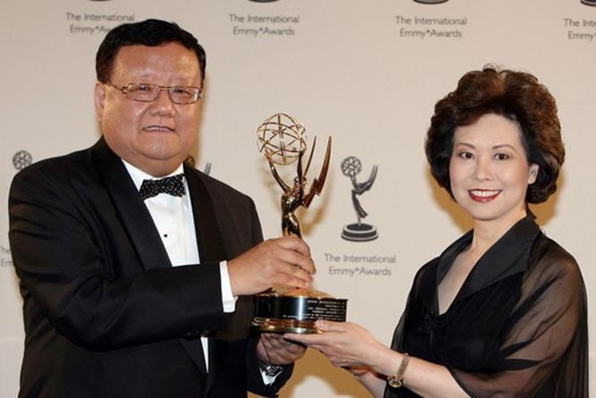 第36届国际艾美奖纽约举行 赵小兰出席颁奖_好莱坞_电影网_1905.com