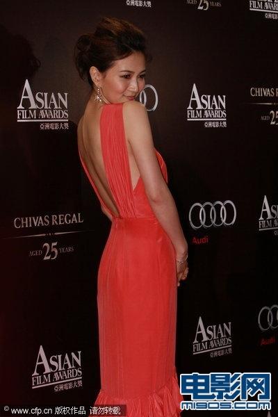 亚洲电影大奖红毯五彩斑斓 章子怡性感内衣外穿