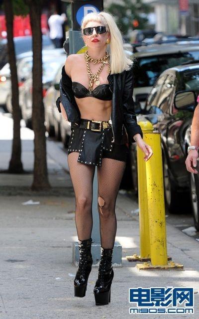 y GaGa穿性感内衣渔网袜 大胆裸露似站街女