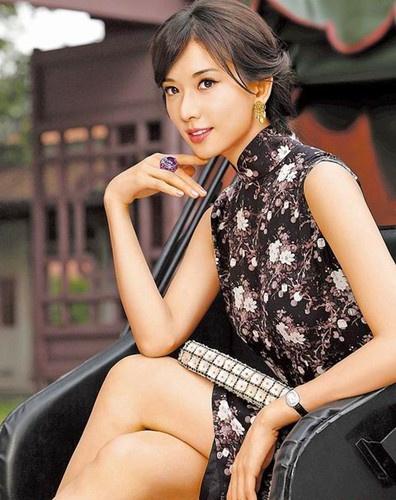 林志玲新年挂历造型曝光 秀私藏旗袍展现古典美