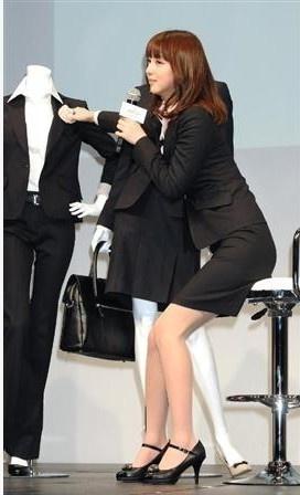 佐佐木希变身职业女郎