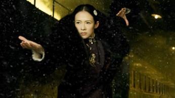广东佛山人叶问(梁朝伟 饰),年少时家境优渥,师从咏春拳第三代传人图片