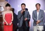 """由《万箭穿心》的导演王竞指导的最新古装电影《大明劫》入选了2013年电影频道传媒大奖,在16日晚的新片展映环节进行了放映。电影结束后,制片解晓东、导演王竞和影片中孙传庭将军的扮演者戴立忍及""""夫人""""冯氏的扮演者冯波悉数亮相上海影城,与现场影迷互动。"""