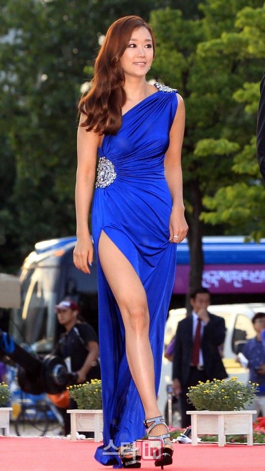 红毯上电影走光女星显示本届富川国际电影节的v电影大使韩国蓝调海之恋插曲露点图片