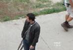 """迈克尔·贝《变形金刚4》已于7月31日正式转战底特律""""中国城""""进行拍摄。拍摄第一天就硝烟四起爆破频发战情激烈,观赏性十足。"""