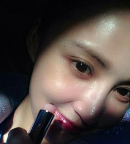 """张歆艺海量生活私照曝光 获网友赞""""素颜女王""""_明星"""