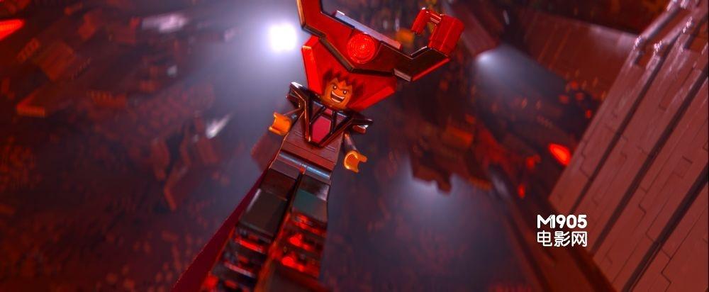 海报,影片讲述的是乐高小人艾米特在蝙蝠侠,超人,忍者神龟,神奇女侠等