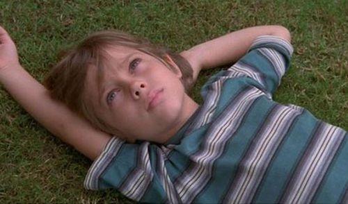 十八岁成人电影_《少年时代》讲述男孩从六岁到十八岁成人的成长经历
