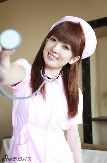 日本女星很多都喜欢cos护士装