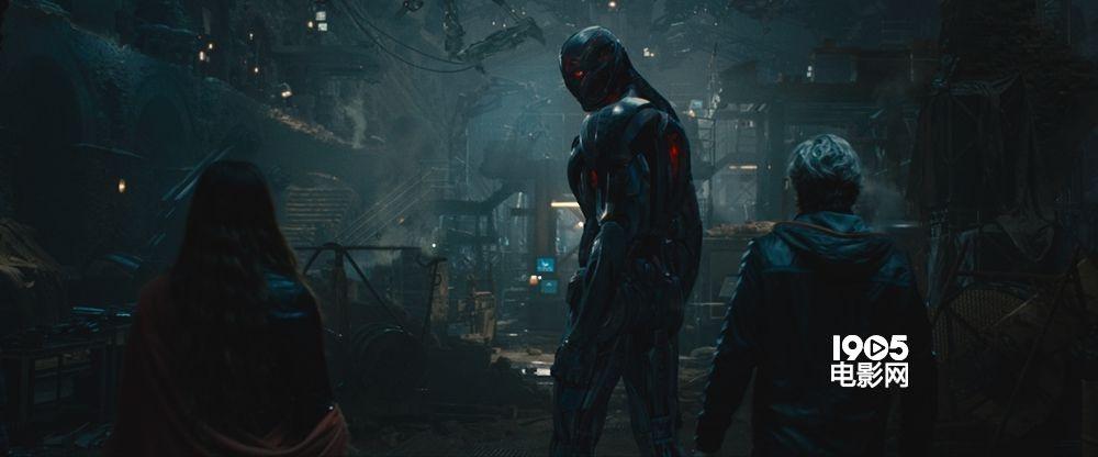 巨人大战钢铁侠_《复仇者联盟2》中文片段首发 绿巨人大战钢铁侠