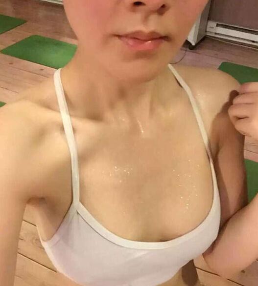 央视女主播_央视女主播晒运动后胸部特写 身材姣好面容清秀(图)