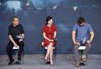 7月2日,张艺谋新作《长城》在京举办首场发布会,马特·达蒙、刘德华、景甜、佩德罗·帕斯卡、张涵予、林更新、鹿晗、王俊凯等主演悉数亮相,现场星光熠熠,人气爆棚。由于阵容强大,张艺谋和他手下的男神、女神、小鲜肉们不得不轮番出场与媒体见面。