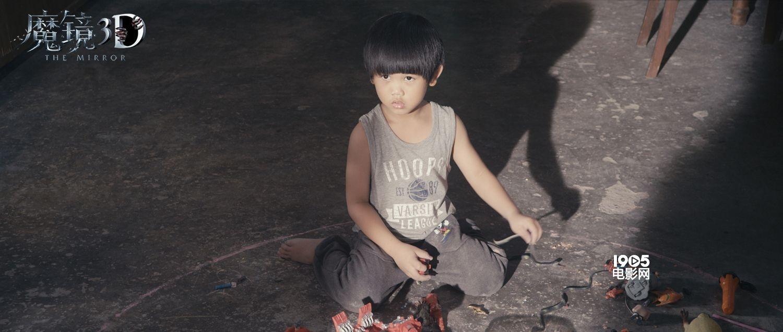 《魔镜3d》发布血月新娘海报 中秋档恐怖上映   显示     电影《魔镜