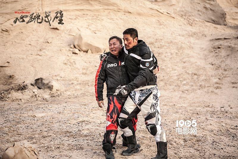 《心跳戈壁》飙车戏 《猖獗的石头》演员受重伤