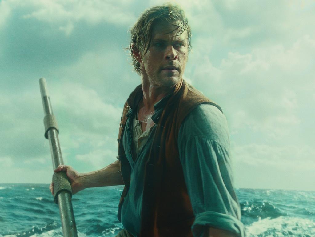 海洋深处 发新剧照 锤哥 神情坚毅大海求生