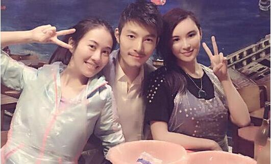 叶璇微博截图     10月31日,叶璇和男友小默先生同莫小棋齐过图片