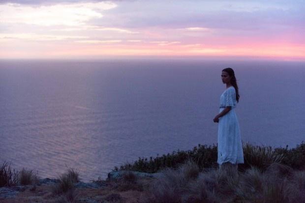 之间_《大洋之间的灯光》预告曝光 抒情性无与伦比