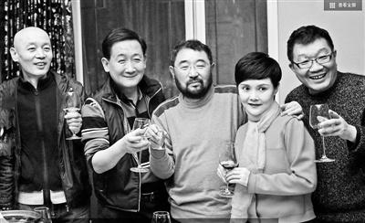 《顽主》28年后再聚首 葛优梁天把酒言欢图片