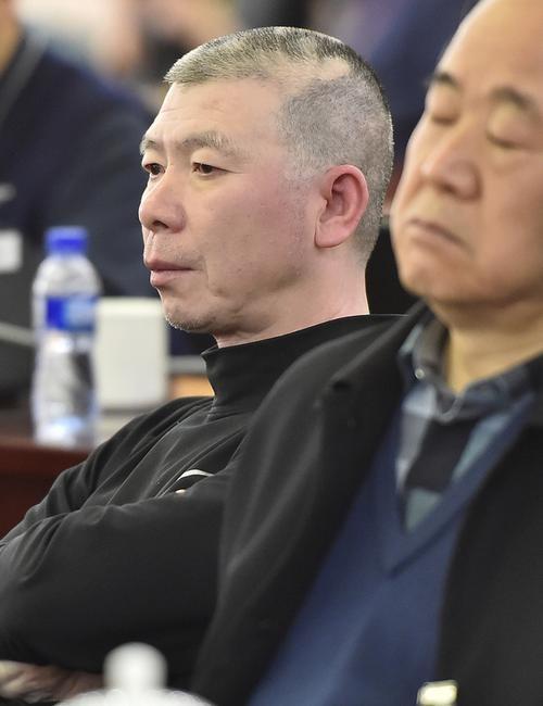 政协委员冯小刚:打算和张国立办影视蓝翔技校
