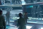 曾执导过《独立日》、《2012》、《后天》的罗兰·艾默里奇,在今年6月24日将带来他最新的科幻灾难大片《独立日:卷土重来》(简称《独立日2》)。1996年,也就是20年前,上映的第一部《独立日》,在全球创造了8亿美金的票房纪录,并拿下奥斯卡特效大奖,轰动一时。这部电影不仅仅对很多影迷影响颇深,对于整个电影特效技术也树立了一个里程碑,因此,《独立日2》也受到了万众期待。