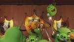 《愤怒的小鸟》片段 飞镖黄致敬闪电侠穿越城堡