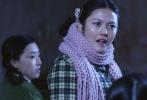 """曾经参演过《变形金刚4》澳洲华裔演员吴艳华,即将上映的爱情喜剧片《那年我对你的承诺》(以下简称《那年承诺》)中摇身一变,成了一位40年前的知青""""小上海""""。她与费璇、秦天宇等一众平均年轻只有20岁的小鲜肉小鲜花们,共同了上演了一幕幕闹剧的知青生活,完成颠覆了人们对知青的传统印象。"""