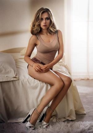 """斯嘉丽·约翰逊写真:慵懒""""床照""""身材性感撩人"""
