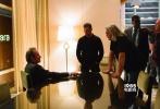 年度大片《谍影重重5》于近日发布一组全新的剧照。在剧照中,马特·达蒙所扮演的杰森·伯恩神勇归来,依旧是上天遁地无所不能。虽然在打斗中,让他的右眼挂了彩,但这并没能影响他的战斗力。与此同时,艾丽西亚·维坎德所扮演的话务员也在剧照中得到了曝光,看起来她似乎也被伯恩吸收到了自己的阵营之中。
