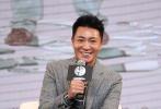 """冯小刚的新作《我不是潘金莲》于7月27日在京举办发布会,正式宣布将于9月30日上映、杀入国庆档,面对同档期的其他影片,冯小刚认为根本不存在PK关系,因为""""早已过了跟谁PK的阶段"""",素有小钢炮之称的他再次提到画面遮幅时,还飙出了脏话。"""