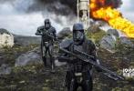 距离《侠盗一号:星球大战外传》在北美上映还有一个月的时间,片方已经进入了紧锣密鼓的宣传期,日前影片又曝光了最新的IMAX海报以及新电视预告,渐进式分享内容给《星战》的粉丝们。