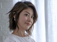 42岁陈慧琳身穿睡裙出境 女神气质优雅身材姣好