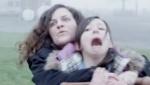 《燃烧的她》预告片 宗教狂热分子与居民对抗