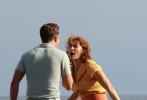"""当地时间10月18日,伍迪·艾伦新片在纽约热拍,主演凯特·温丝莱特、贾斯汀·汀布莱克和朱诺·坦普尔等悉数联想,伍迪·艾伦老爷子精神矍铄,在现场依旧牢牢掌控大局,不时给温丝莱特和""""贾老板""""说戏。"""