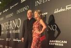 备受影迷期待的2016年度最IN烧脑冒险巨制《但丁密码》即将在全球上映。日前,该片在意大利佛罗伦萨举行了为期四天的盛大全球首映活动,导演朗·霍华德、原著小说作者丹·布朗携手主演汤姆·汉克斯、菲丽希缇·琼斯、奥玛·赛、伊尔凡·可汗等主创悉数出席,与全球影迷共同迎接这部全新烧脑冒险巨制的上映。