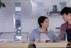"""由徐璐、魏大勋主演,黄燕、马林联合执导的励志青春片《减法人生》宣布定档,将于11月11日全国公映。该片是新生代演员徐璐和魏大勋的再度合作,徐璐饰演的萌新胖妹与魏大勋饰演的帅气暖男是生活在大都市的一对""""loser"""",身处人生困境中的两人偶然相遇并共同奋斗,上演一段温暖励志的故事。谈及电影的初衷,导演兼编剧黄燕表示""""想给年轻人一些面对生活困境时可以参考的价值观或解决方案""""。影片主题曲《夜空中最亮的星》MV也同步曝光,徐璐首次开嗓献唱,声音温暖轻柔,MV中抱着尤克里里自弹自唱"""