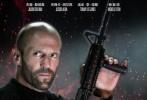 """由丹尼斯·甘塞尔执导,杰森·斯坦森、杰西卡·阿尔芭、汤米·李·琼斯和杨紫琼主演的《机械师2:复活》已定于10月21日在全国上映。日前片方发布了一组""""为爱开战""""情感套图,斯坦森和阿尔芭饰演的这对命悬一线的生死情侣的悲情感扑面而来。电影中,由斯坦森饰演的男主角亚瑟·毕肖普与阿尔芭饰演的女主角吉娜一见钟情,火速坠入爱河。然而大反派为了控制毕肖普,绑架了吉娜。这一次,杰森·斯坦森冲冠一怒为红颜,再度披挂上阵重返杀场,誓要让敌人灰飞烟灭。"""