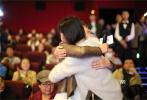 电影《驴得水》10日在京举行超前点映,导演周申、刘露携主演任素汐、刘帅良、裴魁山、韩彦博、王堃现身影院与观众互动。作为影片路演的首发站,北京的影院场场爆满,更有一票难求的盛况。