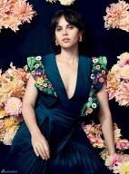 菲丽希缇·琼斯登封面秀酥乳 气质优雅妩媚性感