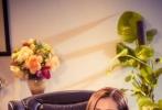今日,由郑真编剧、导演的浪漫爱情电影《爱情邮局》曝光了人物的定妆照。五位主演在戏中的职位身份鲜明,人物神态丰富,内心戏十足。