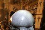 由雷德利·斯科特执导的《异形:契约》已于今年7月杀青,近日,又有数张影片的幕后照片曝出。新异形的造型曝光,看起来比传统异形更加恐怖。抱脸虫以及洞中的异形蛋都在这一组幕后照中出现。