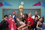 """近日,因《指环王》系列电影走红全球的""""精灵王子""""奥兰多·布鲁姆( Orlando Bloom),刚刚结束了电影《极智追击》在中国长达两个多月的拍摄,返回美国后立即与女友——著名歌手""""水果姐""""凯蒂·佩里开启狂欢模式,以复古校园为主题为女友水果姐补办生日宴,邀请一众好友共同欢度,而生日趴上也邀请了刚刚共同结束电影《极智追击:龙凤劫》拍摄而相熟的周董夫妇,再度引发中国网友集体刷屏。"""