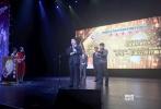 """北京时间11月3日(美国时间11月2日)第十二届中美电影节在美国洛杉矶举行了盛大的开幕式,""""金天使奖""""年度颁奖典礼也随之举行。由博纳影业集团出品的警匪巨制《湄公河行动》斩获最佳电影、最佳男主角、最佳制片人(于冬)三项大奖!此前,电影《湄公河行动》载誉无数,此番走出国门,再夺大奖,又一次证明了业界对这一品质电影的高度认可。"""