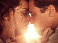 《间谍同盟》演绎战火爱情 皮特与歌迪亚热吻11次