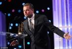 """当地时间11月6日,第20届好莱坞电影奖在美国洛杉矶举行颁奖礼,""""小李""""莱昂纳多·迪卡普里奥、罗伯特·德尼罗、本·金斯利、妮可·基德曼、娜塔莉·波特曼、莉莉·柯林斯等明星纷纷亮相,时尚界赫赫有名的汤姆·福特一身黑西装帅气逼人,在设计上非常有天赋的他跨界玩电影也是非常厉害。"""