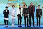 11月8日,电影《西游伏妖篇》在京举办首场正式发布会,导演徐克、监制周星驰,主演吴亦凡、林更新、杨一威、汪铎、巴特尔、包贝尔共同出席。