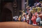由环球影业和照明娱乐共同打造的全新动画力作《欢乐好声音》即将在12月21日圣诞节档期登陆北美院线。继预告片和海报等多款重磅物料曝光后,今日片方公布了一支为该片特别定制的单曲MV《Faith》,这首歌由传奇音乐人史提夫·旺达与美国当红歌手爱莉安娜·格兰德共同献唱。