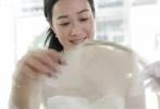 """据香港媒体《东网》报道,今日是钟丽缇同张伦硕结婚的大日子!这对恩爱到爆的""""准新人"""",日前先后在微博倒数迎接大日子!而较早时间,新娘的行头亦相继曝光。"""