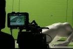 由斯嘉丽·约翰逊领衔主演的真人版《攻壳机动队》今日首曝幕后花絮视频。1995年动画版导演押井守在视频中表现出对这部电影的十足信心,更盛赞斯嘉丽·约翰逊的表现远远超出他的预期。