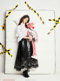 治愈系美少女林允儿上线 抱粉红豹出镜俏皮可爱